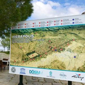 IERAPOLI E PAMUKKALE トルコの温泉 パムッカレとローマ帝国の町 ヒエラポリス
