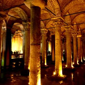 LA BASILICA CISTERNA イスタンブール 地下宮殿は東ローマ帝国の大貯水槽