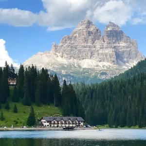 LAGO DI MISURINA イタリアの世界遺産 ドロミテ山塊の真珠 ミズリーナ湖と伝説