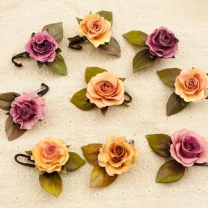 「ロウの花レッスン」バラのブローチ