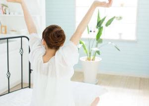 朝起きてもボーッとしちゃうあなた。思いっきり伸びをしてお目覚めスイッチ入れましょ!