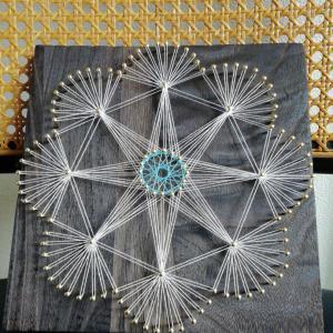 糸掛け曼荼羅アート  デザインした釘打ち に糸掛けを