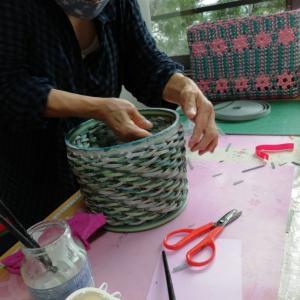 底を貼った小物入れ  鎧編み 奇数