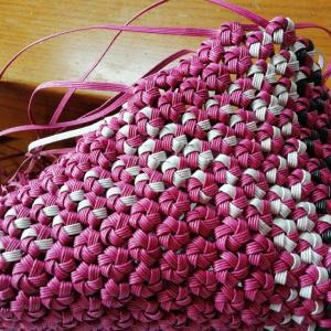 花結び編み  繋ぎ無しで  編めるのね