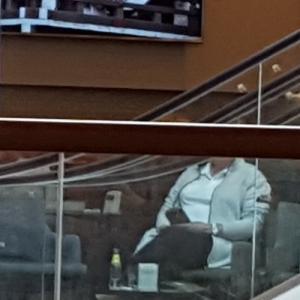 カフェのテレビ画面に..