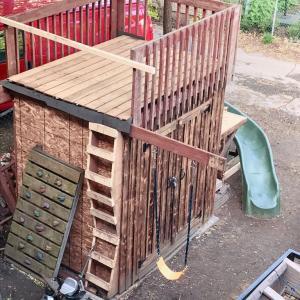 2. 裏庭で工作、ツリーハウス作り & 倉庫作り