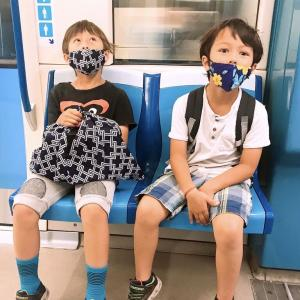 子ども達、マスクしてメトロに乗る :Covid生活 in Montreal