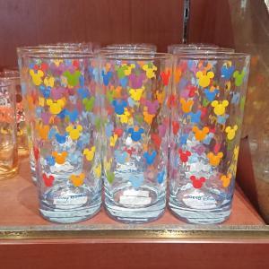 レインボーカラーのミッキーシェイプが可愛いグラスが新発売☆