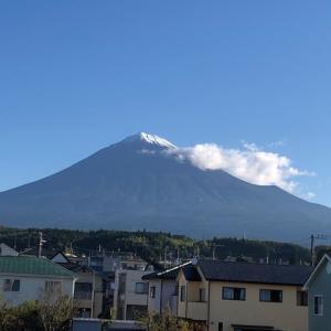 富士山の初冠雪を観測