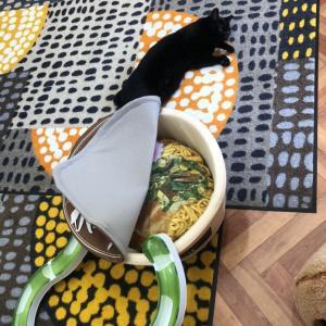 Yさんのお当番日記『カップラーメンに食べられる面々』。