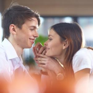 意中の彼と心で繋がるには愛の意味を知ること。