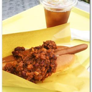 フィリーズ/Philly's dog チリビーンを食べる