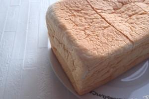 銀座に志かわの高級食パンを買ってきた。