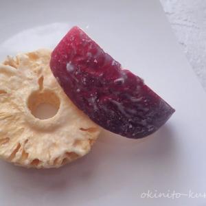 たねやの味噌〇と銀座千疋屋のフルーツチョコレート。
