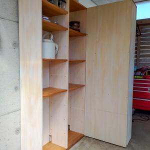 事務所の書棚をガレージ用にリメイクして再利用