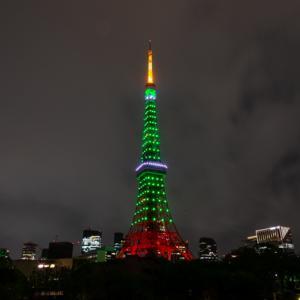 インベーダーゲームを連想させた、五輪カラーの東京タワー