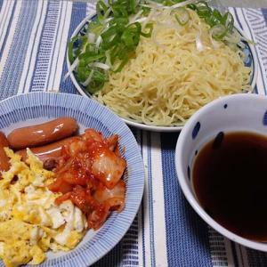 お家で『日清のざるつけ麺』  中華麺に、鰹と昆布の和風つゆ~具だくさんアレンジ☆  210710