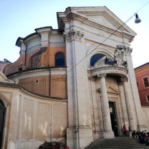 クイリナーレのベルニーニとボッロミーニ設計の2つの教会