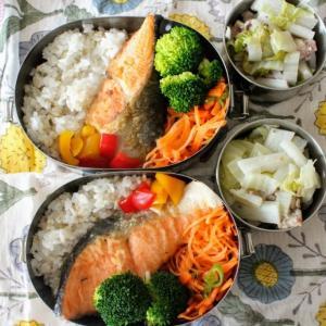 鮭の塩焼き と 豚肉と長芋の黒こしょう蒸し。