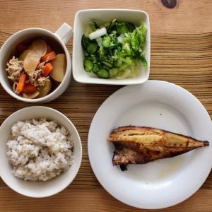あじの昆布白醤油干し と じゃが芋の鶏そぼろあん/甘酢あえ。