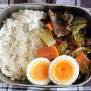 牛肉と春雨の炒り煮 と 落とし卵とチンゲン菜のスープ。