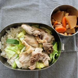 豚肉のすりおろし生姜焼き と ころころお豆の煮もの。