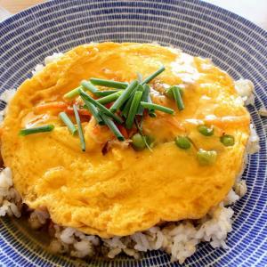 天津飯 と 鶏五目白湯スープ。