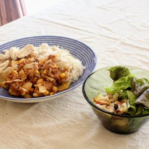 4種のお豆のチリコンカン と きのこのマリネ。