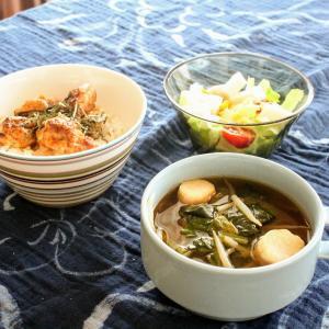 焼き鳥丼 と はんぺんの彩りサラダ/ほうれん草のみそ汁。