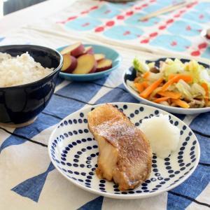 赤魚の味噌漬焼き と ベーコンと白菜の重ね蒸し/おさつの甘煮。