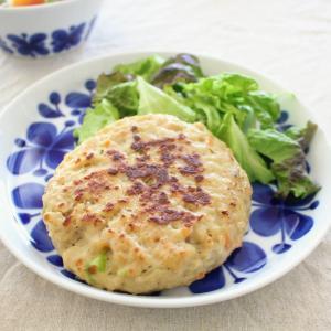 豆腐野菜ハンバーグ と ベーコンと冬野菜の煮もの。