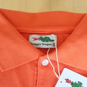 ブラギンドラゴンのオレンジポロシャツ。