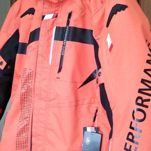 KUSHITANI(クシタニ)の「アロフトフードジャケット」を購入。