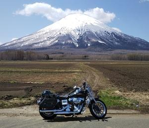ダイナ・ローライダーで行く、残雪の羊蹄山を愛でるツーリング