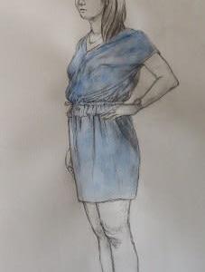 人物デッサン 青いミニのワンピースの女性