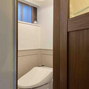 新居リノベ~トイレに腰壁を貼る*