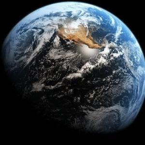 地球がドーナツ型ではなく球形であることを証明してください