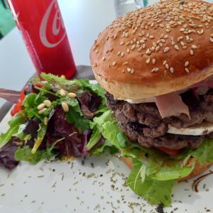 15euros, Prix d'un Hamburger! ハンバーガー1900円@南仏