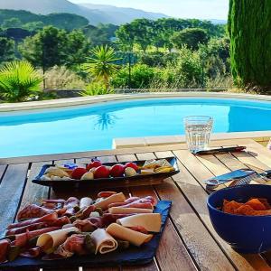 Apéritif bord de la piscine夏だプールサイドでアペロ@南フランス