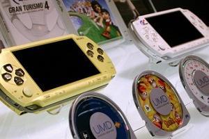 【悲報】『PSP』の発売から15年という事実wwwww