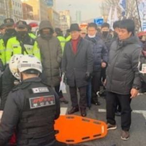 【テロ】韓国でデモ中の集団に車で突っ込む!釜山太極旗集会に60代の男性が車に乗って突進し、7人負傷 韓国の反応