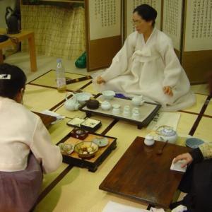 韓国人「韓国茶道と日本茶道の違いとは?」日本人は侍に切り殺されない様に「攻撃しない意思表示」が民間風習と成った 韓国の反応