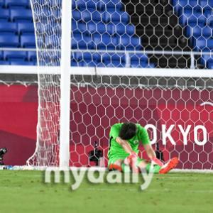 【サッカー】韓国がメキシコに惨敗‥3-6で韓国が記録的大惨事敗北で準々決勝敗退→「軍人になって国に貢献して下さい」 韓国の反応