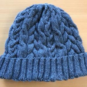 完成!~アメリーでケーブル模様の帽子とメインクーンのスヌード
