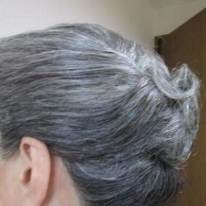 白髪を育て終り、はじめての美容室で髪を結ってもらう
