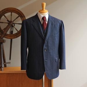 クリームフランネルの3ピーススーツ