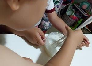 2歳児の2本箸、5歳児の練習箸