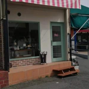 今日は女房の誕生日、英国菓子専門店「Rosie's Bakary」が開店したので英国ケーキを購入
