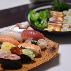 ス-パ-の寿司を盛り付けて・・・