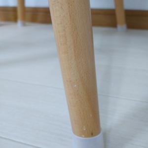 【ダイソー】被せるだけのイス脚キャップで椅子の移動をストレスフリーに。